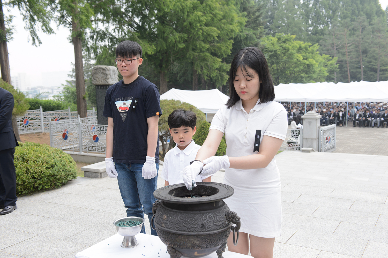 2019.6.6 제64회 현충일 추념식 (19).