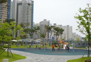 어린이 전용 놀이터, 캠핑 할 수 있는 금강수변공원