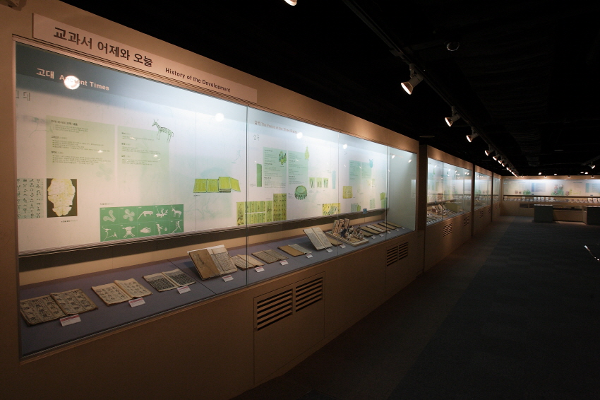 Textbook Museum, living witness of people's textbooks