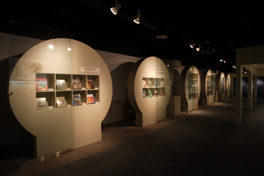 Textbook Museum, living witness of people's textbooks 3