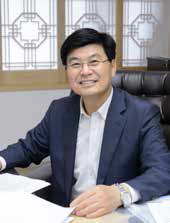 Photo of the speaker H.E. Dr. Choon-hee LEE